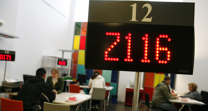Los funcionarios que cobren menos de 962 euros brutos tendrán paga extra