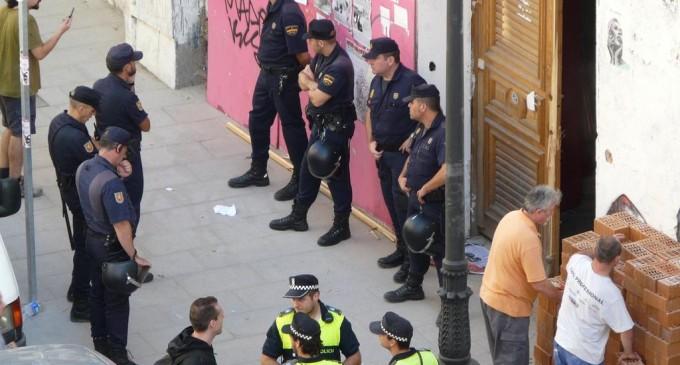 La policía desaloja el centro social Casablanca en Lavapiés