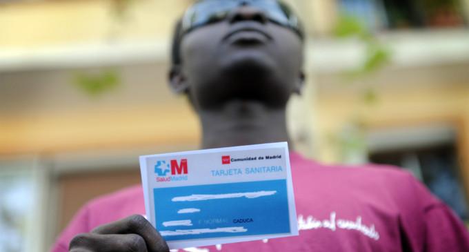 Cientos de médicos lanzan una red sanitaria alternativa para 'sin papeles'