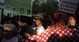 La protesta contra Merkel parodia la pleitesía patria
