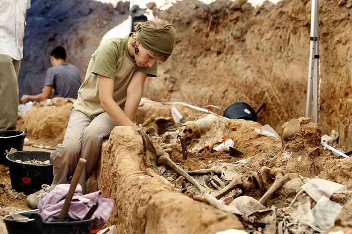 Exhumación de una fosa común I La Marea