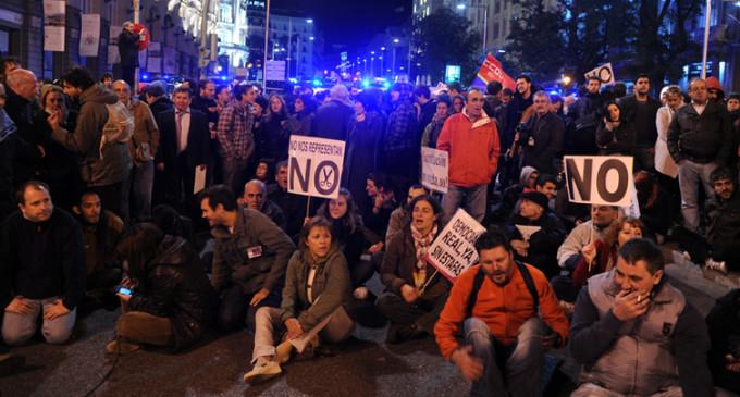 Una marcha de cerca de 10.000 personas exige la dimisión de Rajoy