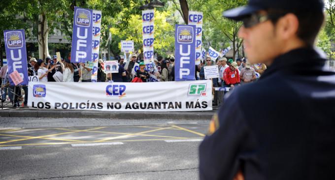 Los policías también se manifiestan contra los recortes del gobierno