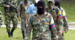 """""""Existe complicidad entre paramilitares y un sector del Ejército de Colombia para acabar con el proceso de paz"""""""