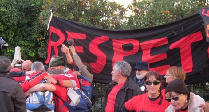 Valencia recibe con aplausos a la 'marea roja', en defensa de los discapacitados