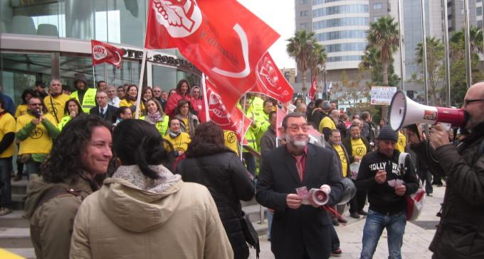 Valencia calienta la huelga con gritos y protestas ante Rajoy