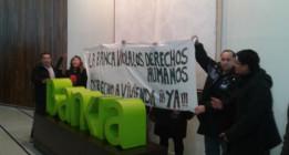 Afectados por los desahucios ocupan la sede central de Bankia en Madrid