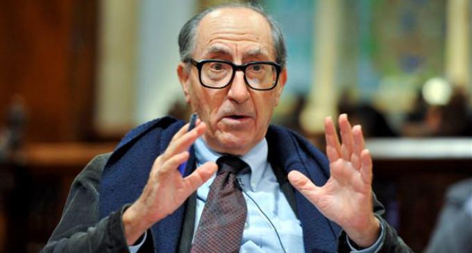 """Vicenç Navarro: """"Los medios están promoviendo 24 horas al día a la monarquía"""""""