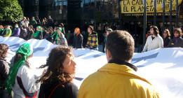 Ocho activistas se enfrentan a penas de cárcel por una acción no violenta en CaixaBank