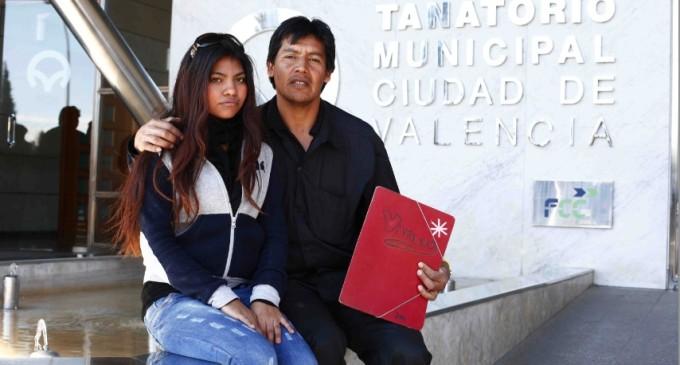 Un boliviano denuncia la muerte de su esposa tras ser rechazada en un ambulatorio por no tener papeles