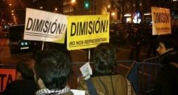 """Cientos de personas, ante la sede del PP: """"Nuestro presidente es un delincuente"""""""