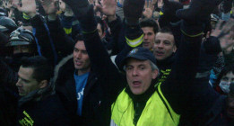 Decenas de miles de personas claman contra el gobierno el 23-F