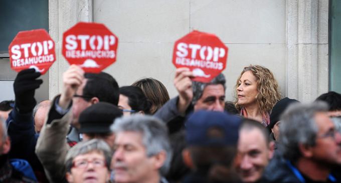 La PAH señala a los diputados que no apoyan la ILP 'anti desahucios'