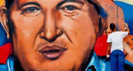 <em>Leyendo a Hugo Chávez en el segundo aniversario de su muerte</em>