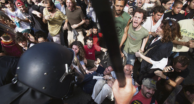 Los antidisturbios de los Mossos llevarán un código identificativo no acorde con su placa