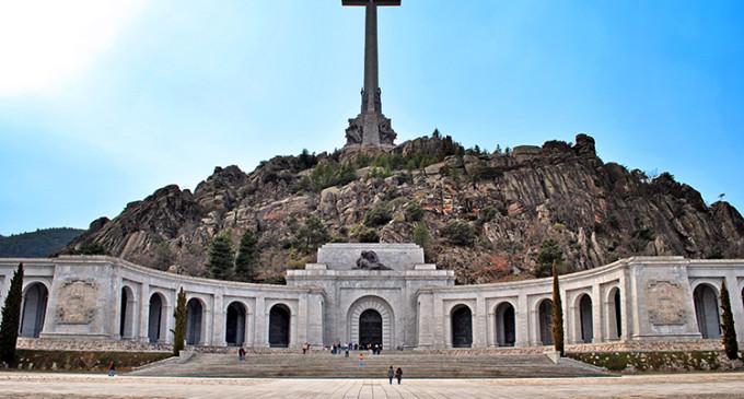El Congreso pide al Gobierno que exhume el cuerpo de Franco del Valle de los Caídos