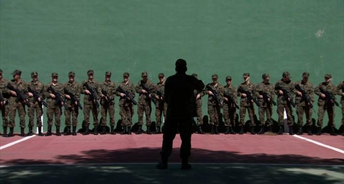 Una mirada perpleja filma el Ejército del Aire