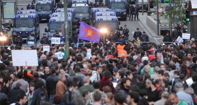 En directo: La policía carga contra los manifestantes de 'Asedia el Congreso'
