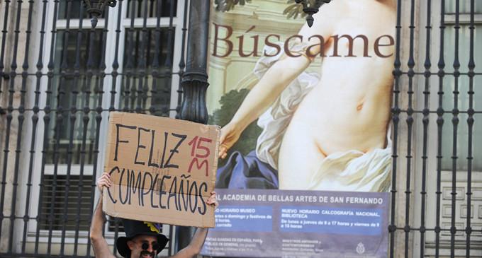 """El 15-M celebra su segundo cumpleaños en las calles al grito de """"¡sí se puede!"""""""