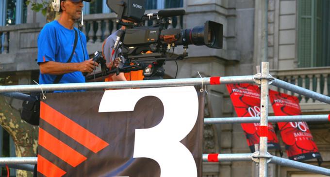 Los trabajadores de TV3 organizan una fiesta reivindicativa en defensa de la televisión pública
