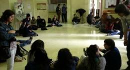 Encierro en la UCM para evitar que expulsen a cientos de alumnos por las tasas