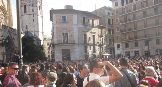 Barberá estudia prohibir las protestas junto al Ayuntamiento y la Generalitat