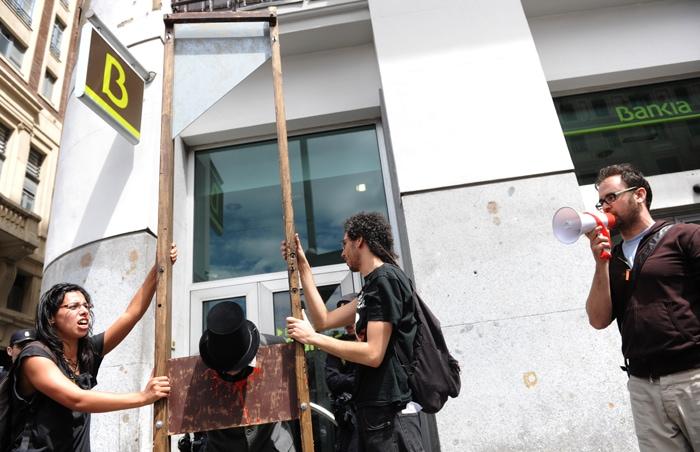 Cientos de personas bloquean decenas de sucursales en el for Bankia oficina por internet