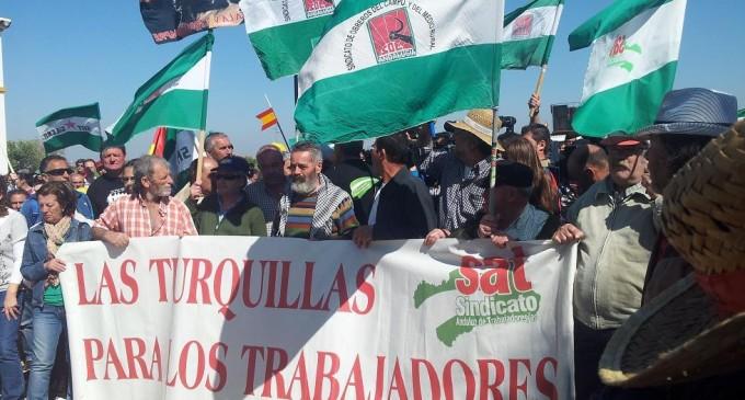 Jornaleros del SAT acampan en la puerta de Las Turquillas indefinidamente