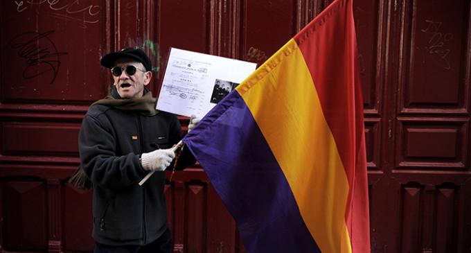 Las víctimas del franquismo acusan al Gobierno de encubrir los crímenes de la dictadura