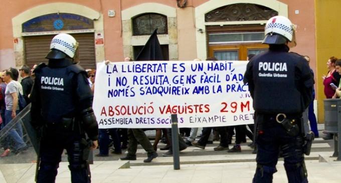 Absueltos cinco huelguistas para quienes pedían siete años de cárcel por volcar un contenedor
