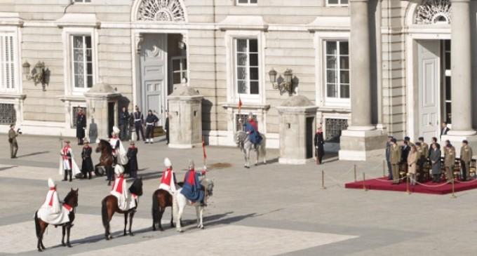 Defensa presupuesta pienso, heno y viruta para 165 caballos de la Guardia Real por casi un millón de euros