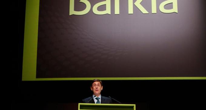 Bankia anuncia beneficios de 800 millones entre los abucheos de preferentistas