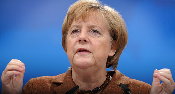 Merkel propone un fondo de solidaridad europeo a cambio de más recortes