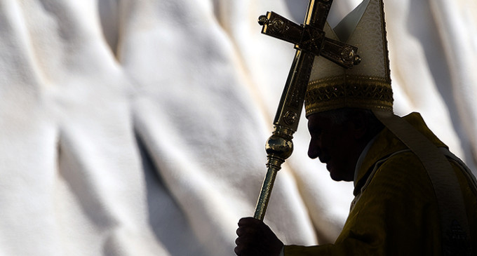 Las referencias homófobas del manual del Vaticano para curar gays