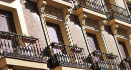 Entidades catalanas promueven un frente por el alquiler forzoso de las casas vacías