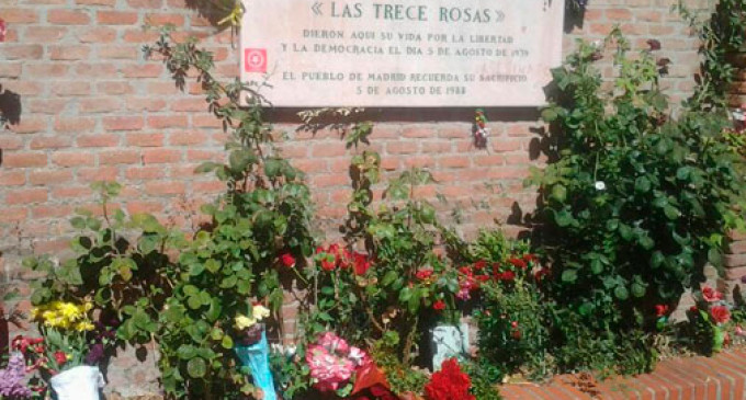 Cientos de madrileños homenajean a las 'trece rosas'