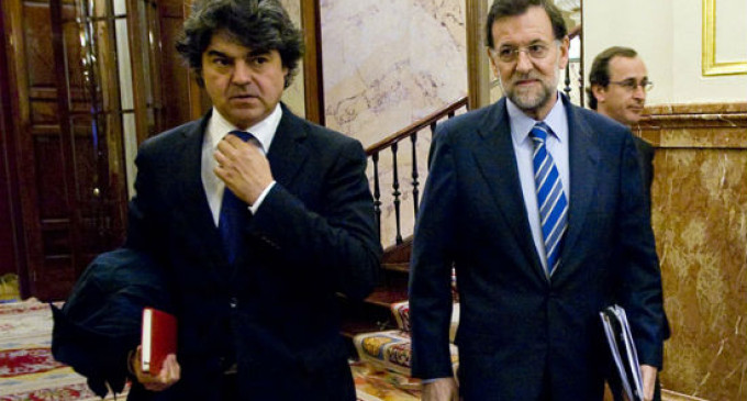 Rajoy achaca a la crisis y la corrupción la debacle en las elecciones del 24-M