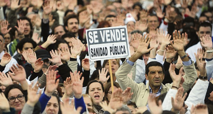 La consejería de Madrid formaliza la privatización de los seis hospitales públicos