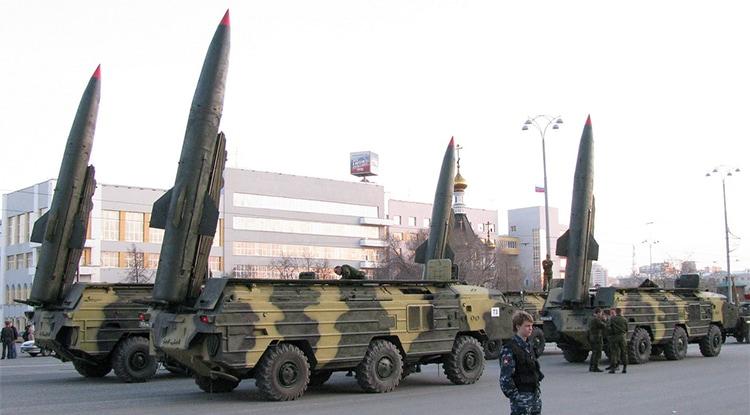 Un camión militar transporta misiles nucleares | La Marea