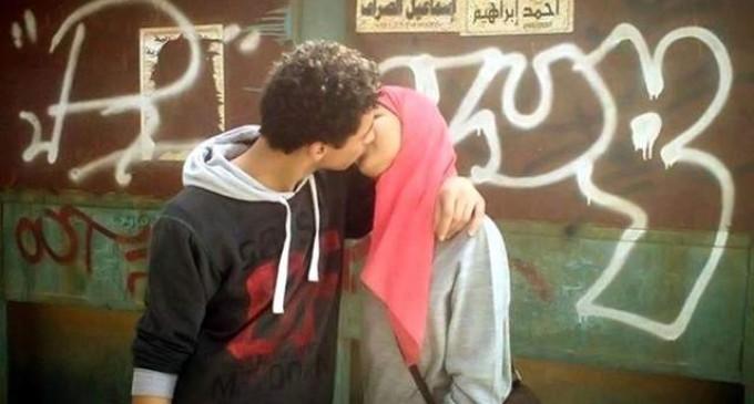 <em>Besos en Facebook que salen caros</em>