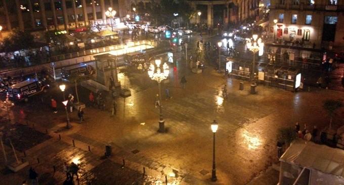 La policía carga contra decenas de estudiantes en el centro de Madrid