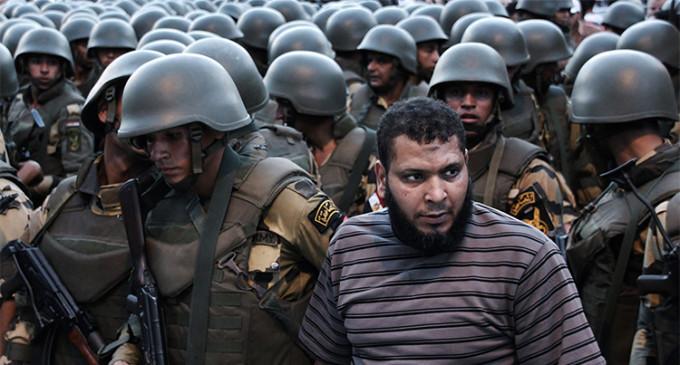 Egipto devuelve a la clandestinidad a los Hermanos Musulmanes