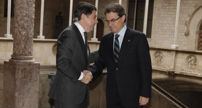 """Madrid y Cataluña exigen a Rajoy que acabe con su """"infrafinanciación"""""""