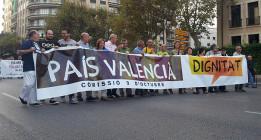 Miles de valencianos piden dignidad a los políticos y la dimisión de Fabra y Rajoy