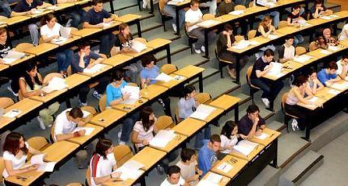El número de estudiantes que busca empleo se dispara por la subida de tasas