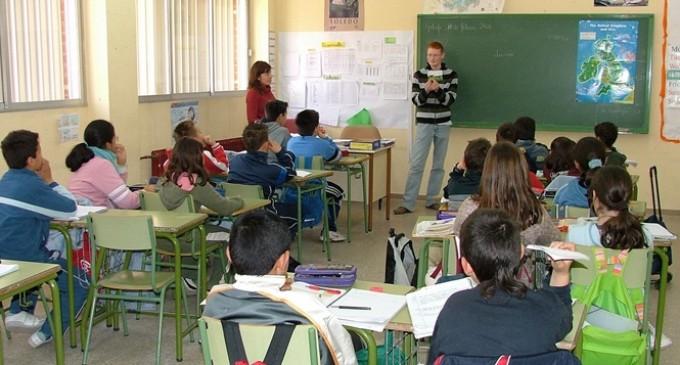 L'escola mixta, lluny d'educar per viure la igualtat