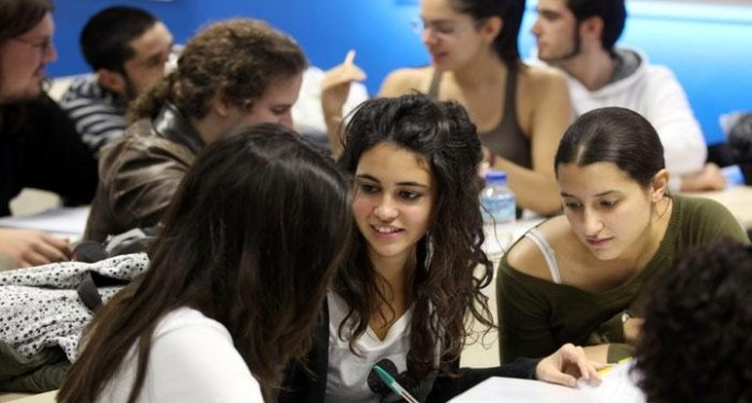 Las mujeres en la universidad: mejores resultados, menor presencia docente