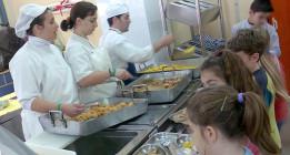 Las becas de comedor en Cataluña sólo llegan al 10% de los niños en riesgo de exclusión