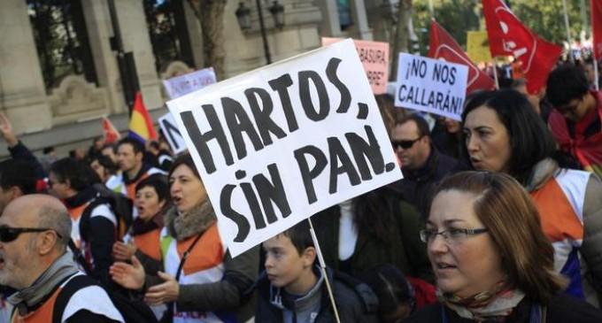 Miles de personas toman la calle contra los recortes y la reforma de las pensiones