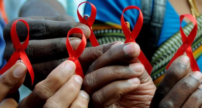 La administración arrincona a 150.000 personas con VIH en España
